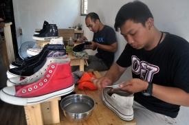 Gurihnya Bisnis Laundry Sepatu Laundry Bisnis Indonesia