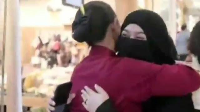 Viral Video Aksi 'Peluk Saya' Hijaber Bercadar di Surabaya