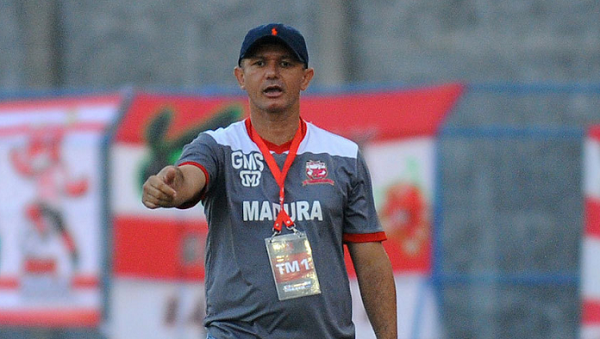 Pelatih Madura United, Gomes de Olivera