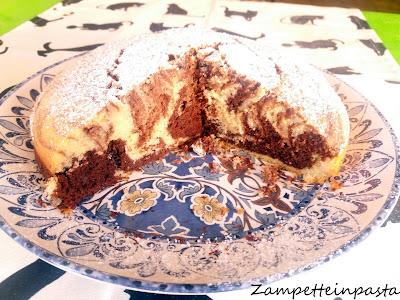 Torta con latte di cocco variegata al cacao