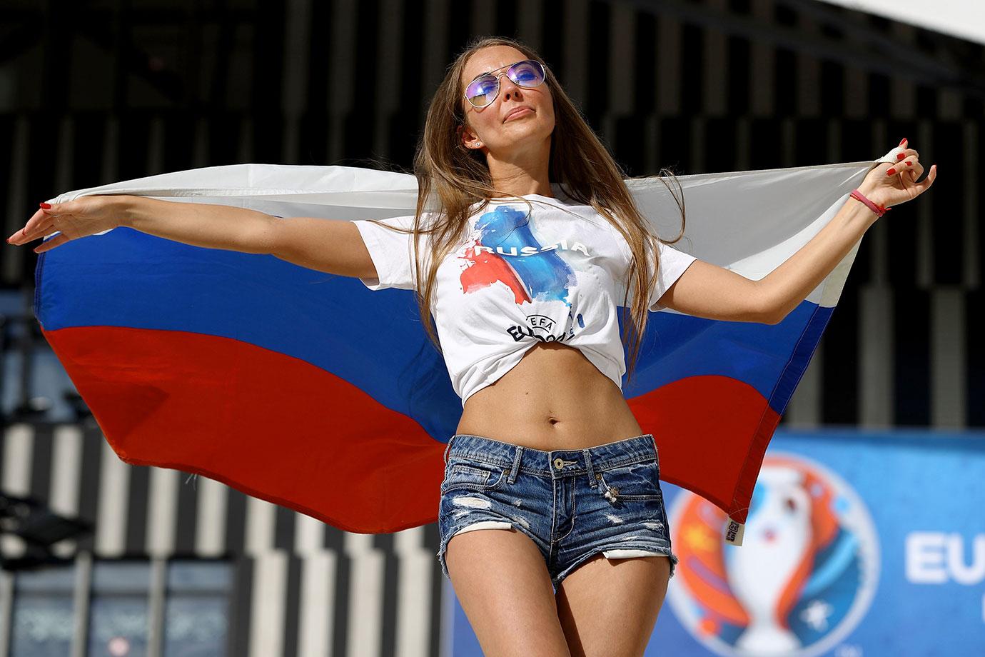 Gaya Seru Wanita Suporter di Rusia: dari Seksi sampai Berhijab