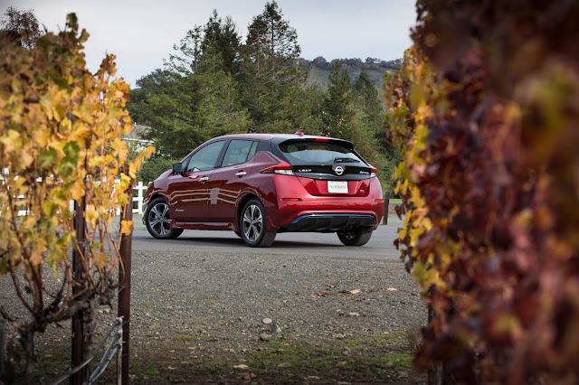 Rear 3/4 view of 2019 Nissan Leaf SL