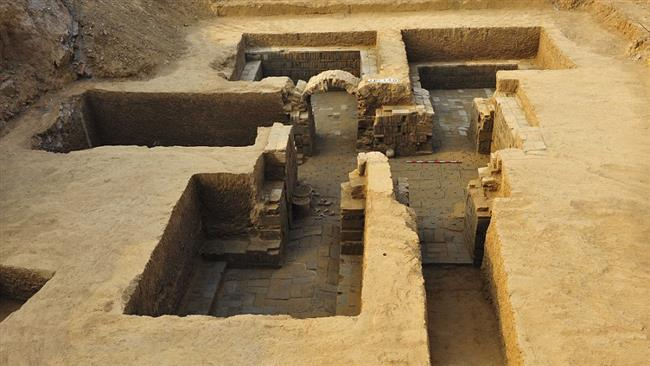 Ancient tombs unearthed in Beijing suburb