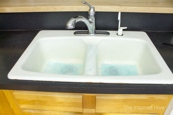 How To Clean A White Porcelain Enameled Cast Iron Farmhouse Kitchen Sink  Without Chemicals.