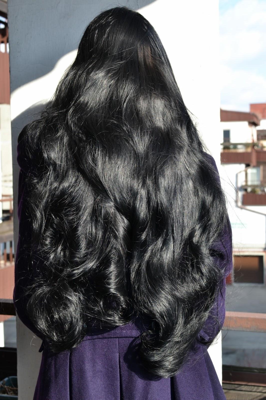 długie, gładkie włosy
