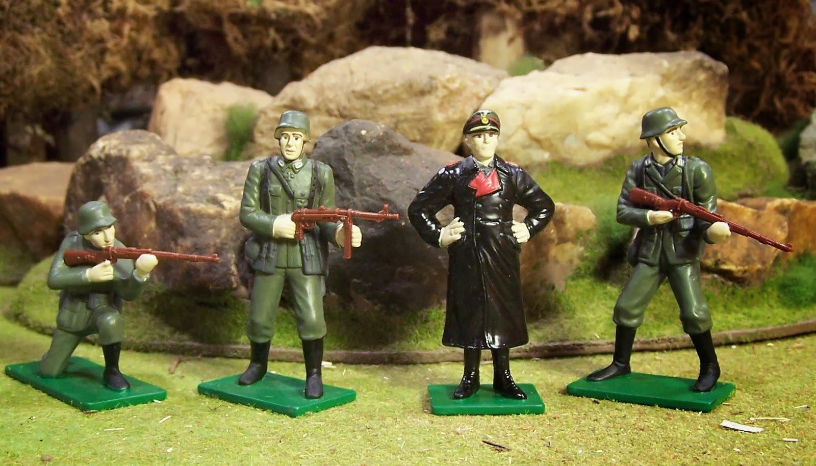 WWII Plastic Toy Soldiers: Blue Box - Toy Soldiers