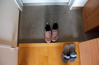costume japonês tirar o sapato antes de entrar