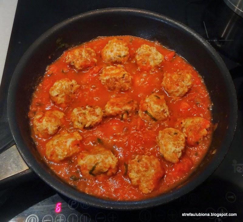http://strefaulubiona.blogspot.com/2014/04/klopsiki-w-sosie-pomidorowym-wg.html