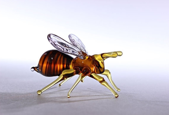 18-Honey-Bee-Nikita-Drachuk-Glass-Symphony-with-Lampwork-Glass-Animals-www-designstack-co