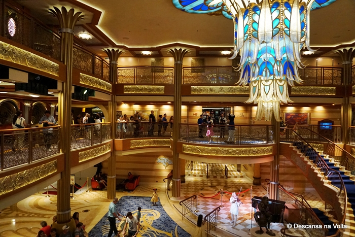 Hall do navio Disney Dream
