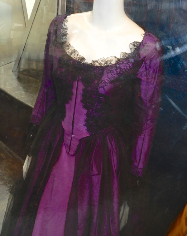 Kate Beckinsale Love and Friendship costume detail