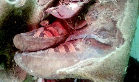 مومياء عمرها 1500 عام ترتدي حذاء أديداس، هل هذا هو السفر عبر الزمن؟
