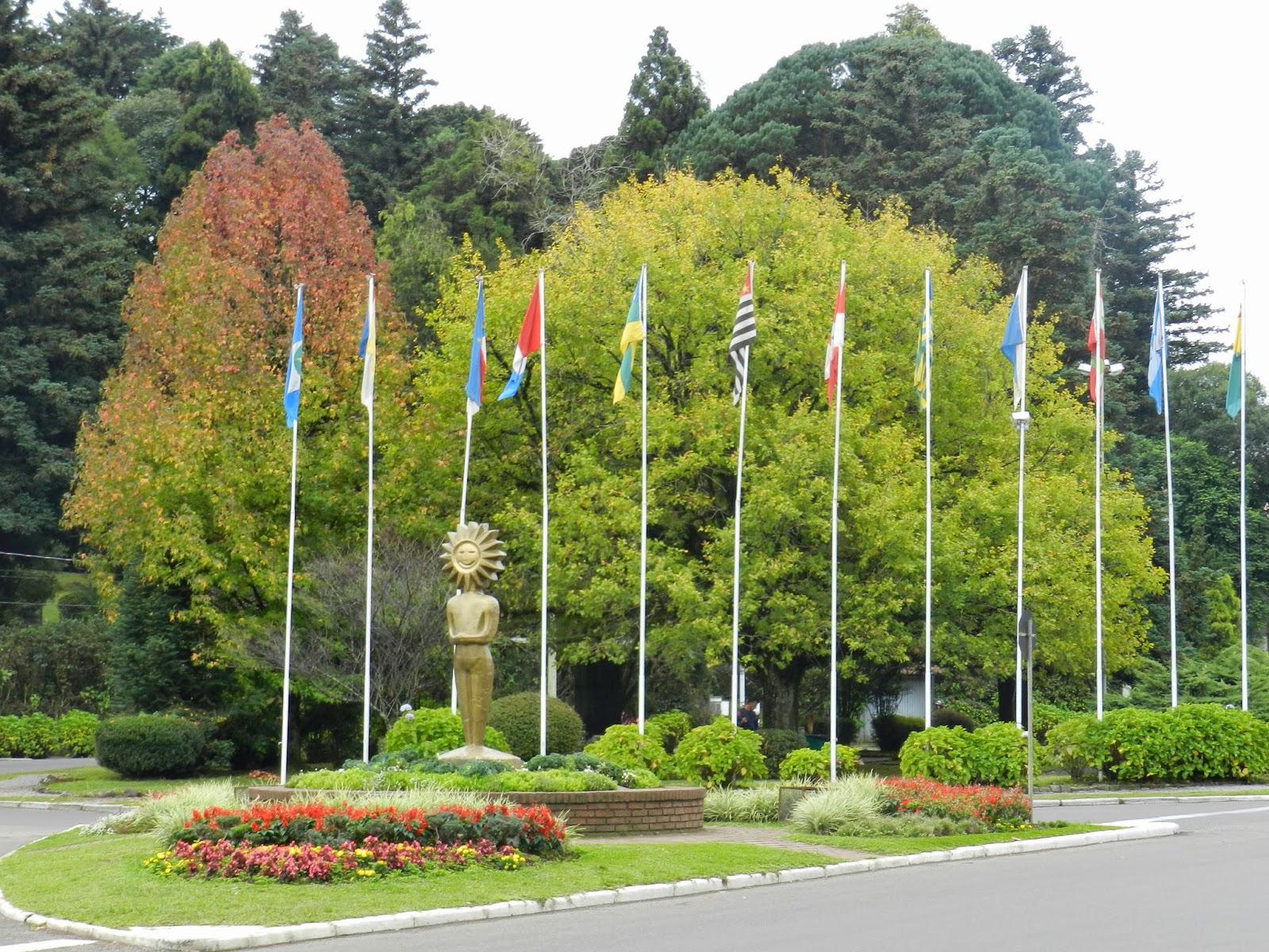 Rótula das Bandeiras e Kikito, em Gramado