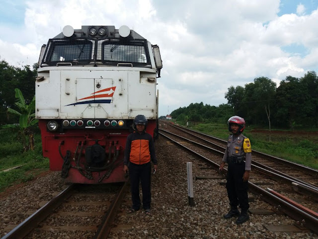 BREAKING NEWS: Kereta Api Barang Anjlok di Subang