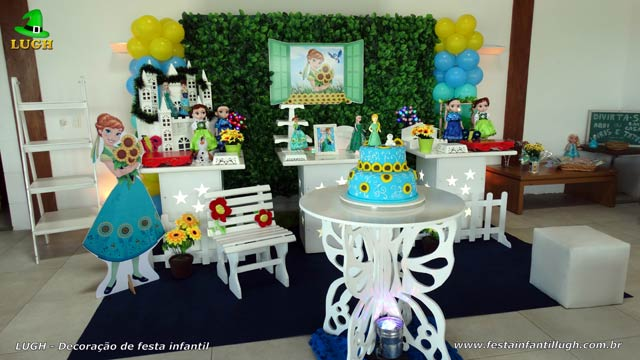 Decoração da mesa do bolo de aniversário infantil tema Frozen - Febre Congelante - Aniversário da Anna - Barra - RJ