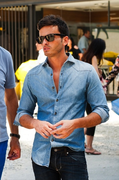 Cách phối đồ với quần jeans nam hợp thời trang Cach-phoi-do-voi-quan-jeans-nam-1