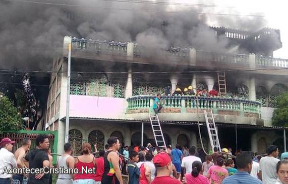 Resultado de imagen para Policías En Nicaragua Queman Vivos A Pastor Y Su Familia Dentro De Su Casa