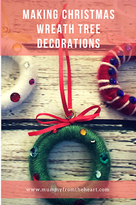 Tutorial for making Christmas wreath decorations that are a fantastic gift, they are simple enough for a child to make but are cheap and look really effective.