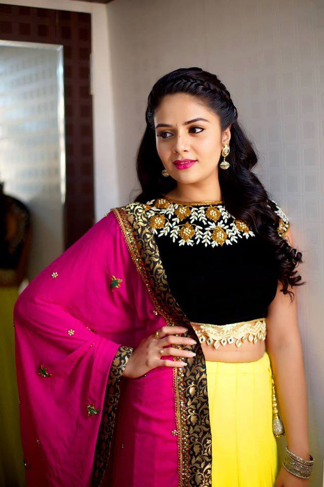 Tollywood TV Anchor Hot Photos In Yellow Half Saree Sreemukhi