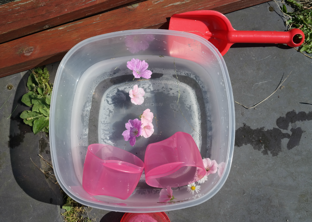 This Little Big Life: Water play tub