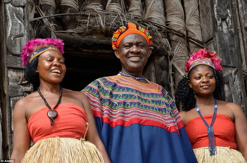 fon-bafut-and wives-1