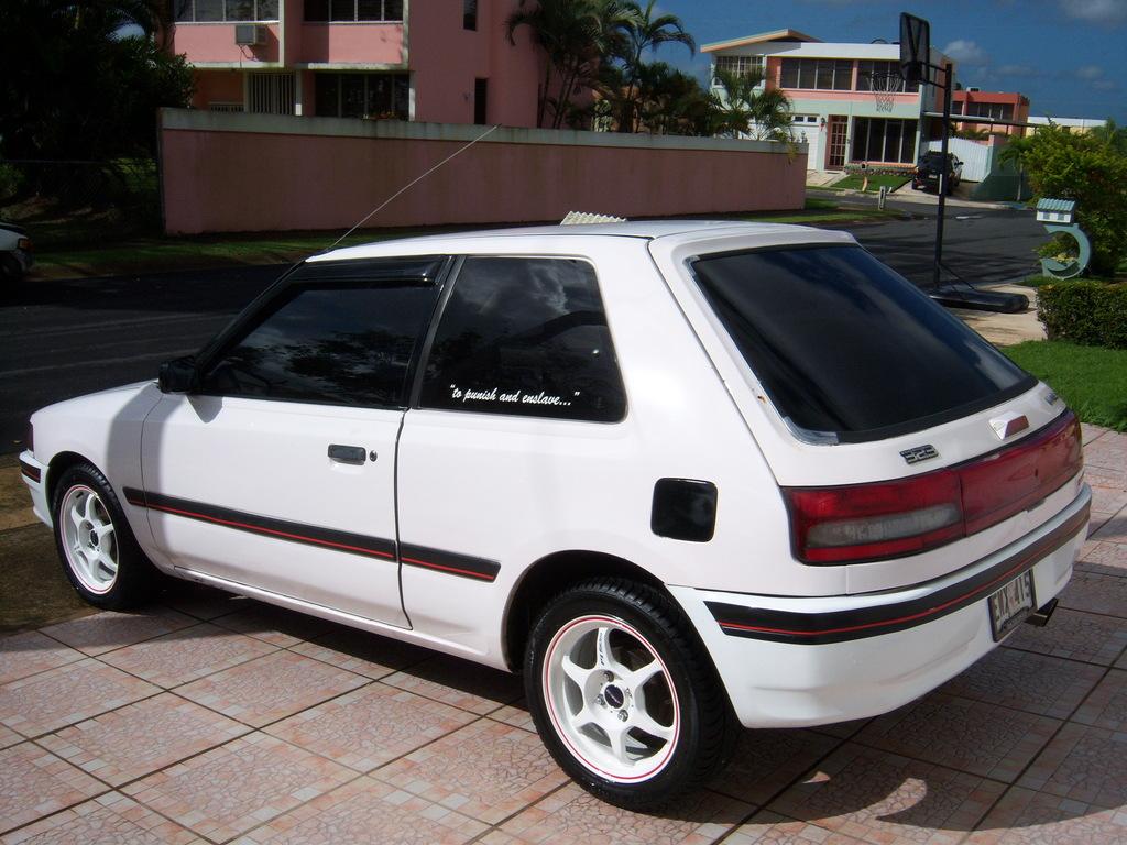 Mazda 323 BG, szybkie małe auto, japońska motoryzacja z lat 90, GT, GTX, GTR, kultowe hothtchbacki