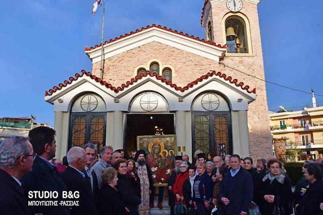 Στην Νέα Κίο Αργολίδας επέστρεψε η θαυματουργή εικόνα της Παναγίας της Τριχερούσας (βίντεο)