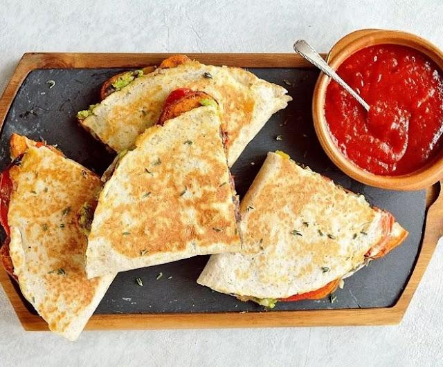 Loaded Veggie Quesadillas #vegan #quesadilla