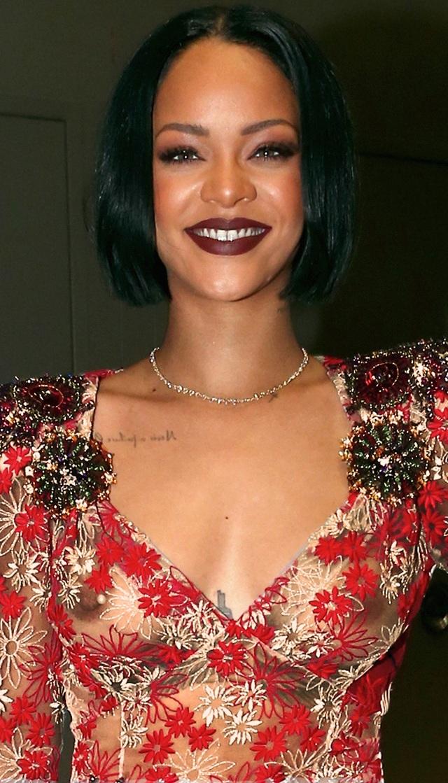 Miren a Rihanna