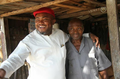 """""""PAYING A 20 YEAR OLD DEBT:"""" An Aide to Abia State Governor Pays Back to a Carpenter who fed him 20 yers ago While a Student in ABSU, You Wont Believe what he Repays theh Man With"""
