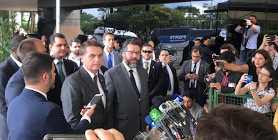 Bolsonaro anuncia diplomata Ernesto Araújo como ministro das Relações Exteriores