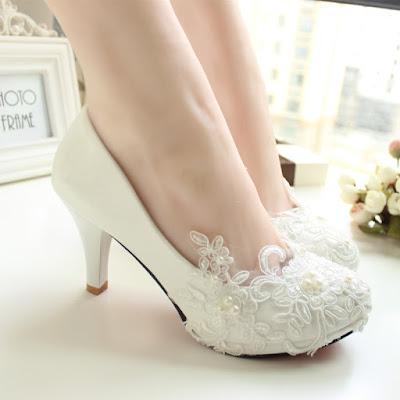 sapatos brancos salto baixo