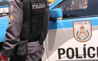 Policiais atiram por engano em vigilante de banco no Rio.