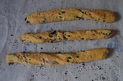 Гризини с маслини и сирене