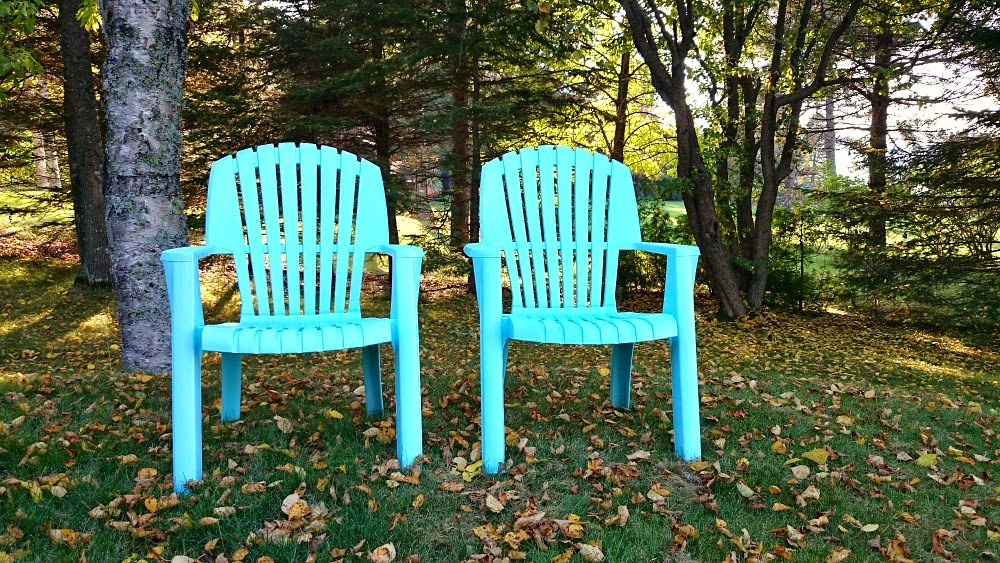 how to paint plastic chairs portable high chair booster spray lawn dans le lakehouse summer project furniture