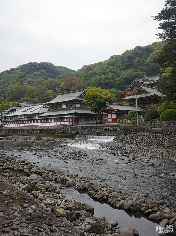 祐徳稲荷神社の前にある川