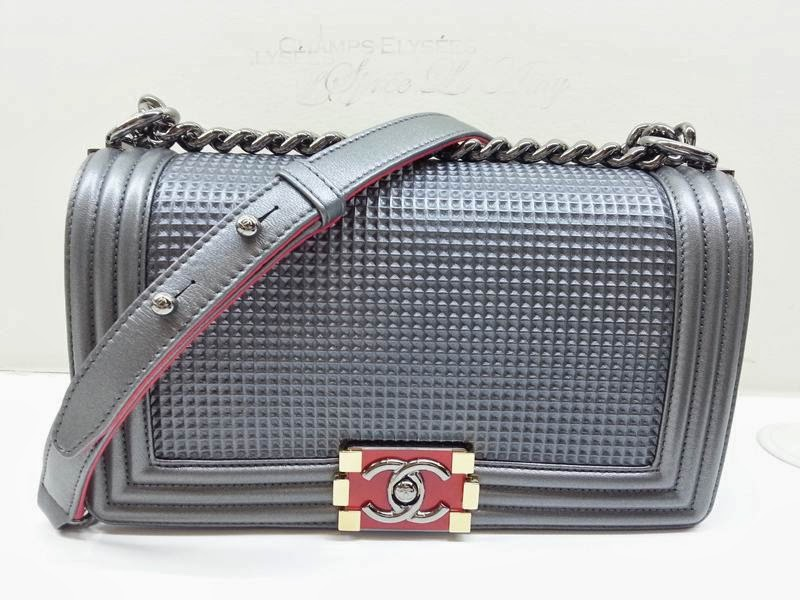 0f0d0a61a387 The Jumbo size was first introduced during Fall/Winter 2013 with the Chanel  Gentle Boy bags. This version comes in 4 colors, red, grey, gold and black.
