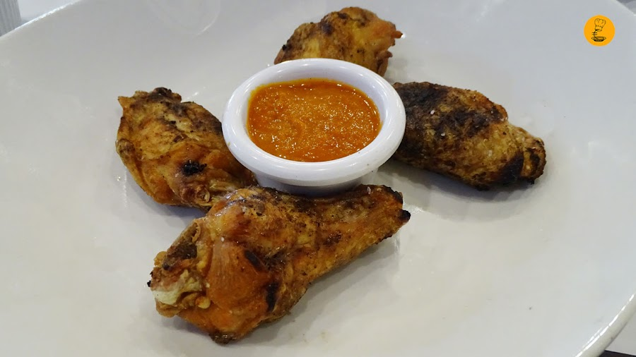Alitas de pollo a la parrilla con salsa picante Gancho Directo Pozuelo