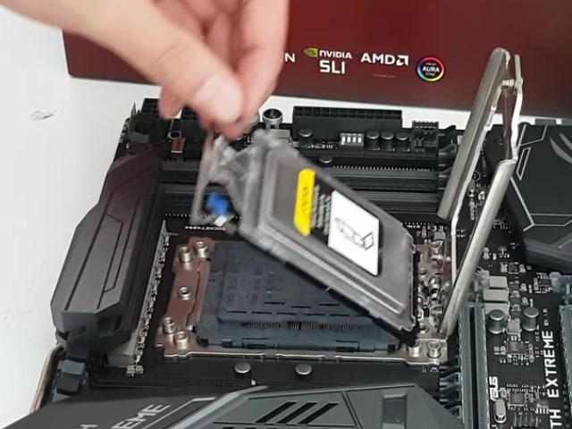 Un socket es un zocalo para insertar el procesador en nuestra motherboard