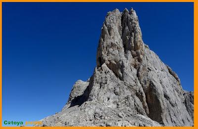 Imagen de las Torres Areneras desde la Horcada Arenera en Picos de Europa.