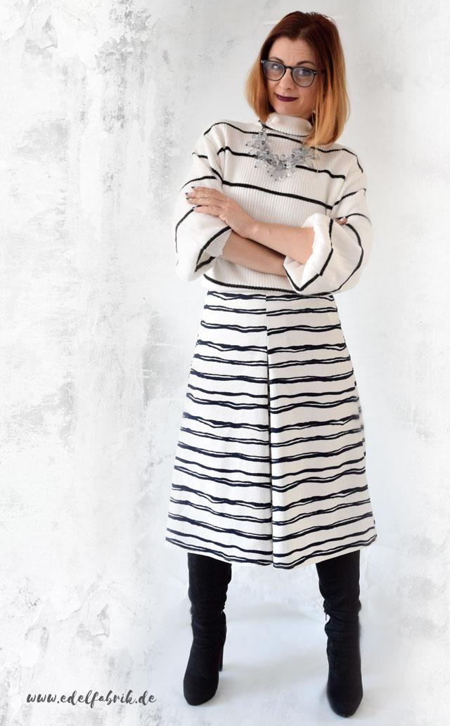 Streifen all over mit Pullover und Culotte in Schwarz und Weiß, die Edelfabrik