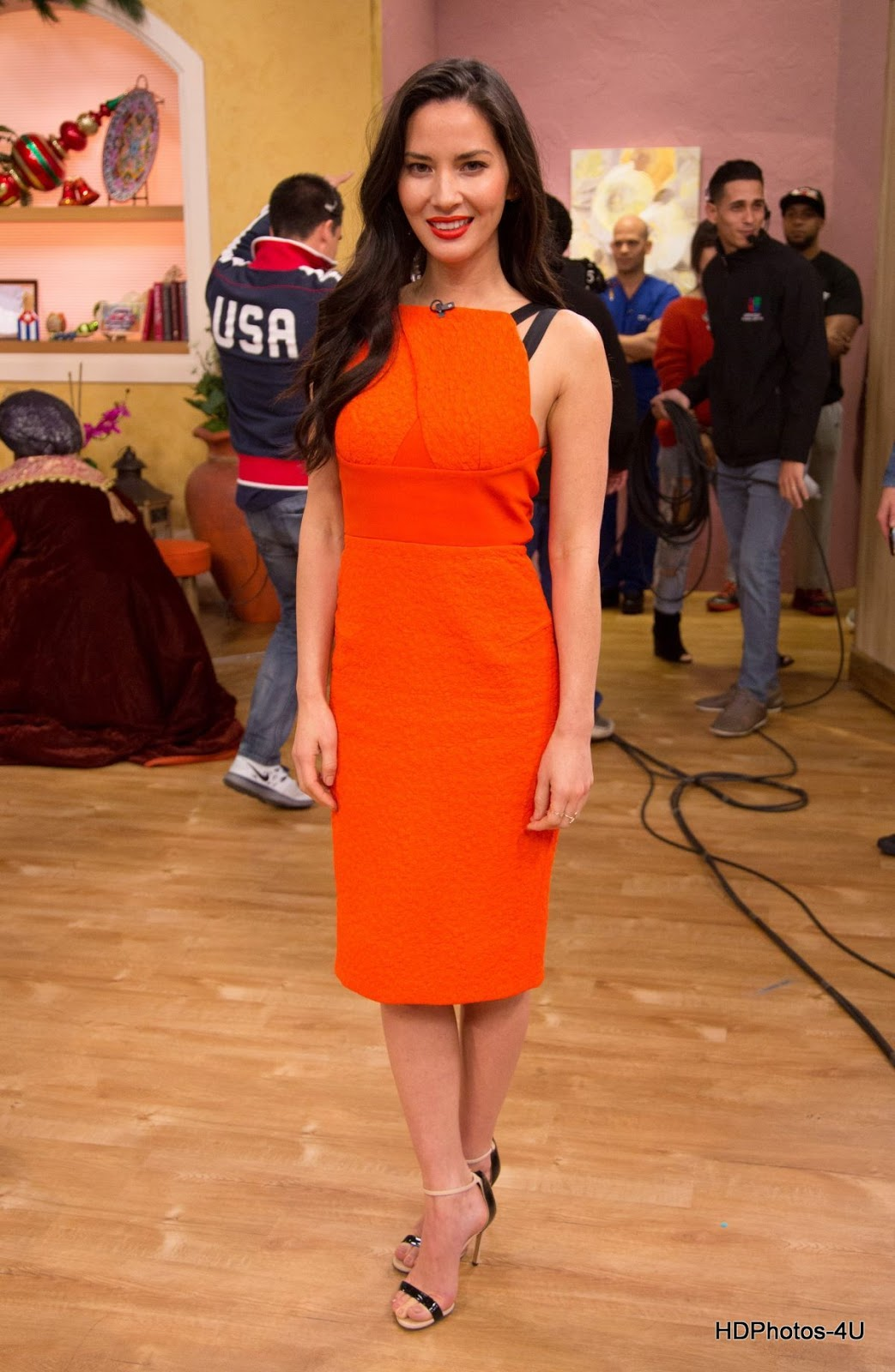 Full HQ Wallpapers of Olivia Munn on the Set of Despierta America in Miami