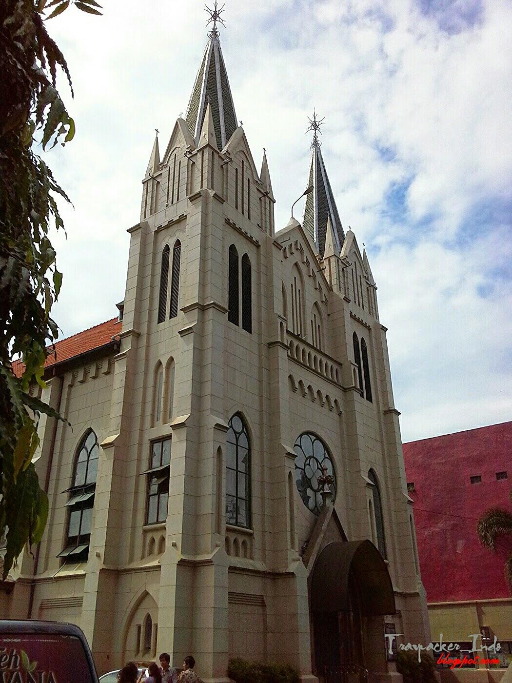 gereja kayu tangan
