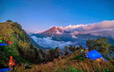 Plawangan Senaru Crater Rim altitude 2641 n of mount Rinjani