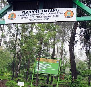 Gerbang selamat datang di Basecamp Apuy