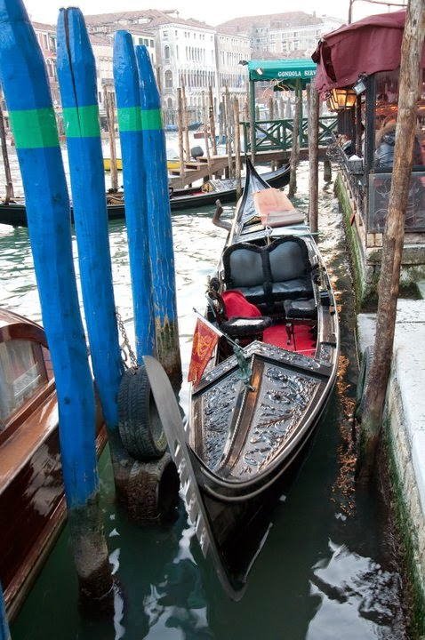 A gondola on Canale Grande in Venice