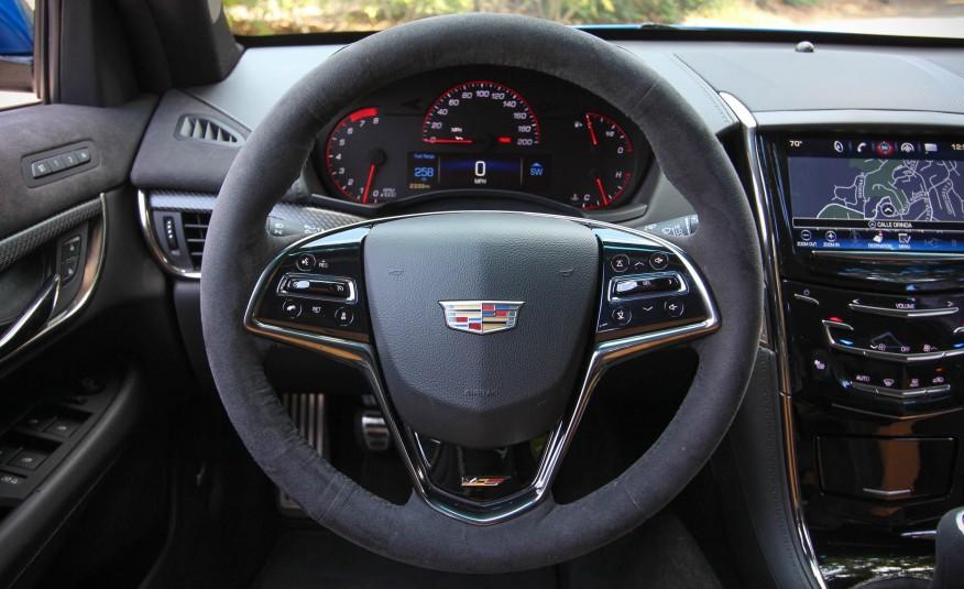 Trải nghiệm lái trên Cadillac ATS-V 2016 rất tuyệt vời