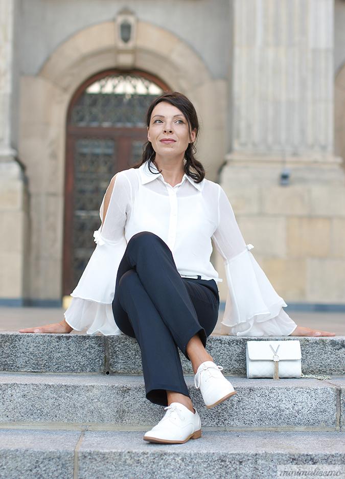 https://minimalissmo.blogspot.com/2016/09/dezzal-flare-sleeve-blouse.html