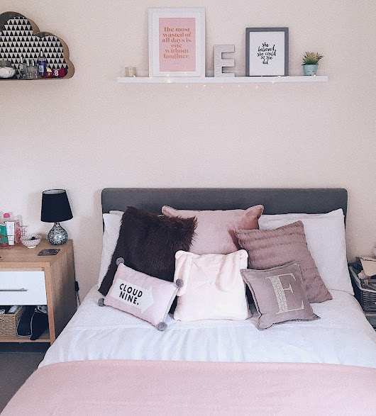 HOME COMFORTS | SNIPPETS OF MY ROOM