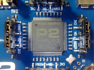 Pormenor do micro-controlador P2X8C4M64PES.